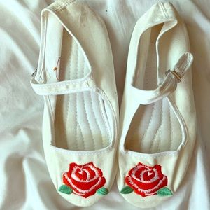 URBAN OUTFITTERS WHITE MARY JANE WORN ONCE! SIZE 9